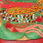 Kristalne budističke brojanice različitih boja.